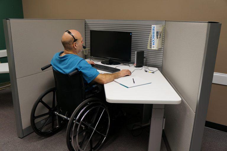 TCE-PR determina que a SEJUF adote medidas para oportunizar a abertura de vagas para pessoas com deficiência